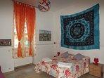 Ampia e luminosa camera da letto