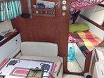 Interior do veleiro com pé direito de 1.80 de altura