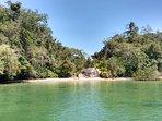 + uma praia deserta em nossos roteiros exclusivos do veleiro Karu Kinka.