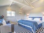 Cabin bedroom with en-suite