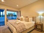 Bedroom 2 (king bed or 2 singles)