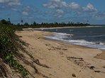 Sossego total na Praia de Mogiquiçaba. Praia quase que deserta. 40 km de casa