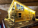 Another pic of the 'MINI' Cabin!  I work of art for you to enjoy throughout your stay.