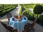Par beau temps Petit Déjeuner dans le Jardin à la Française