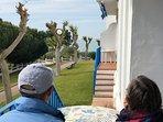 Q bonito desde la terraza, con vista el mar, comer en dicha, si hace sol se echa el toldo.Q Encanto!