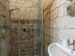 Bagno privato in camera da letto 1 | Private bathroom in bedroom 1
