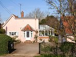 Beautiful Cosy Cottage by the sea with stunning private garden and parking for 3 cars.