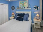 Queen guest room w/nautical decor and double nightstands
