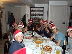Les pères Noël sont à table...
