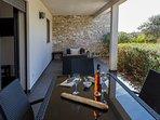 Terrasse ombragée et sans vis à vis du logement Leatitia
