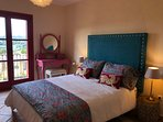 Todos los dormitorios con vistas al golf y baño en suite