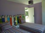 Une chambre offrant 2 lits 90/200 ou bien rapproché en 180/200.