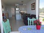 Terrasse avec salon de jardin (table bistro 4 personnes avec plateau mosaïque, chaises, fauteuil)
