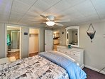 The room features an en-suite bathroom and a flat-screen cable TV.