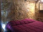 Camera da letto confortevole in stile pietra rustica SPETTACOLARE.
