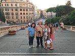Zio Gionni accompagna gli ospiti in tour cittadini