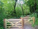 10 min woodland walk to village pub and shop via pathway opposite - the  'East Devon Way'