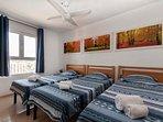 Dormitorio III: tres camas reclinables, TV plana 37 ¨, ventilador techo, armarios empotrables, etc