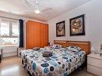 Dormitorio I, Principal: dos camas, ventilador de techo, TV 50¨, camas reclinables, etc