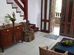 Sala de estar com entrada pela varanda