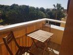 Hay una terraza agradable con orientación este-sur, así se puede aprovecharse del sol todo el día.