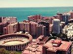 Málaga la bella sólo está a media hora del apartamento con bus o tren directo.