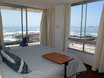Todos los dormitorios tienen una privilegiada vista al mar.