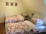 Twin bed ensuite bedroom