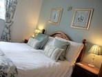 Relaxing bedroom, egyptian cotton sheets and comfy pillows.