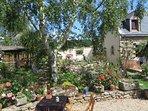 Grand gite indépendant tout confort 6 personnes au calme dans un jardin d'exception