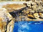 Cascada de piedra natural.