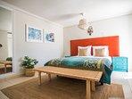 Zeer ruime slaapkamers met heerlijke boxspring bedden.