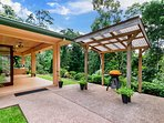 Front Porch BBQ area and  PrivateTropical Rainforest Views