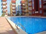 Gran piscina con zona para niños separada - ¿quieres nadar?