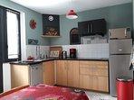 cuisine ( lave vaisselle, plaques vitro, hotte, réfrigérateur, congélateur, four combiné micro ondes