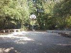 Terrain avec panier de basket Villa Harmony