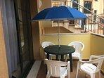 terraza privada al lado de la piscina y zona de recreo
