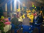 Des clients heureux pour un jour de fête au Papayer Ecolodge.