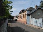 Bienvenue Gîte 8 pers+bébé   'AUX 10 PONTS'. Entrée parking-jardin au cœur du village 'Pont-Rémy'.