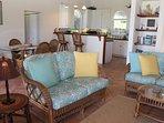 Grandi sale soggiorno, sala da pranzo e cucina