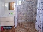baño 1: en planta baja amplio e ideal para personas con movilidad reducida.