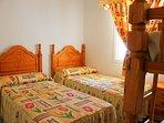 Dormitorio con literas