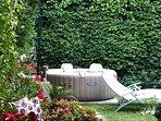 giardino e piscina riscaldata con idromassaggio