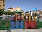 Zona infantil, en la plaza donde se ubica el apartamento.