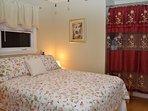 Queen bedroom w/ comfortable bed, lovely decor, night stands, ceiling fan,dresser, closet, lg window