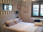 habitación matrimonial cama de 1,35 cm x 1,90 cm.