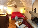 A traditional village house in the historic 'roofed village' of Cucuron. Super kingsize bed.
