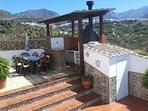 Barbacoa y Terrazas con vistas a las montañas y al Pueblo de Frigiliana
