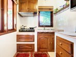 Bright and functional! Microwave, fridge, kettle, toaster etc..