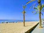 Playa y paseo marítimo calafell